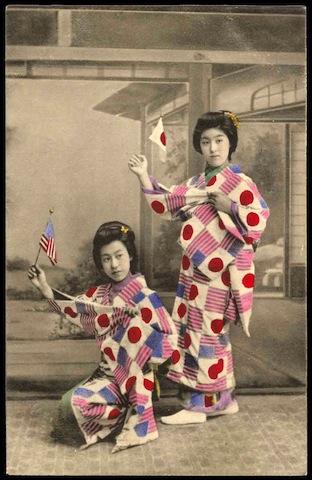 Japan-komono_Girls-Flags.jpg